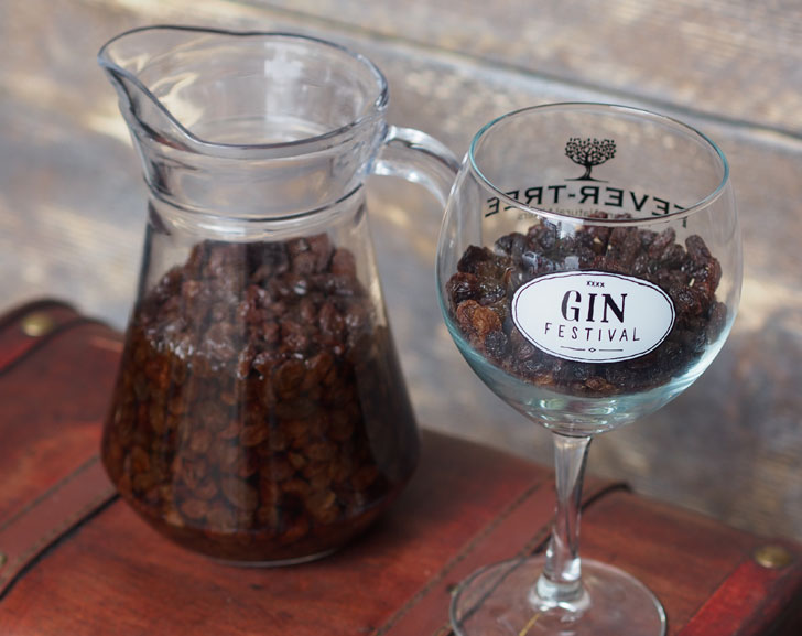 How to make gin soaked raisins for arthritis