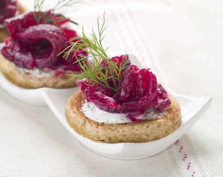Gin & beetroot cured salmon gravadlax